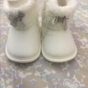 New Carter's Snow White baby boots